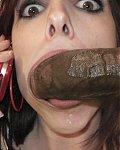 Junge Girls haben steife fette schwarze Riesenschniedel im Mund