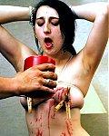 Titten gewachst - Jungsklavin mit geilen Nippelpiercings bekommt Klammern an die Titten gesteckt und dann jede Menge heißes Kerzenwachs auf ihre abgebundenen Sklaventitten verteilt